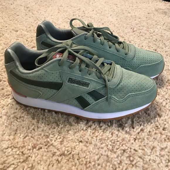 74443cd997365 Reebok Classic Harman Run Sage Sneakers Sz 7